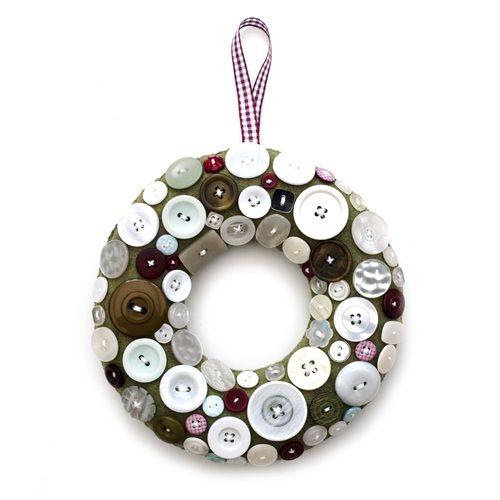 Corona de navidad original con botones 1 decomanitas for Coronas de navidad hechas a mano