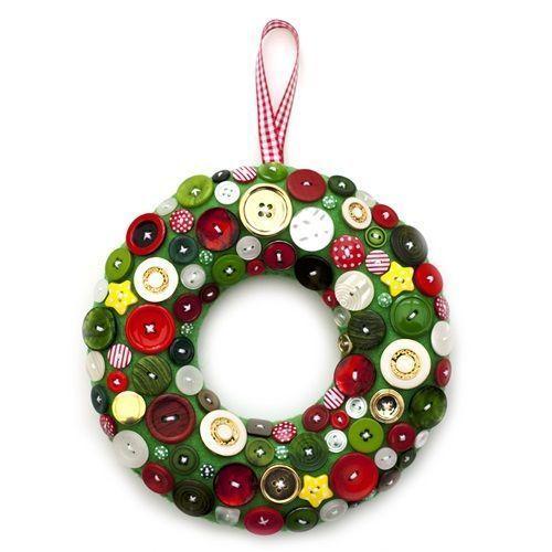Coronas de navidad originales hechas a mano con botones for Coronas de navidad hechas a mano