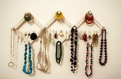 Ideas para hacer un colgador de collares de pared decorando 9 decomanitas - Colgador de collares ikea ...