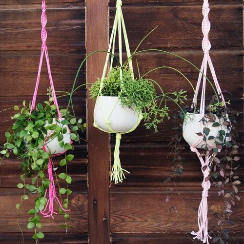 Macetas colgantes de macram para decorar boho chic for Jardines colgantes para interiores