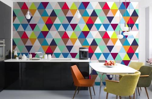 Decoraci n retro con tri ngulos multicolor inspirados en for Decoracion retro pop