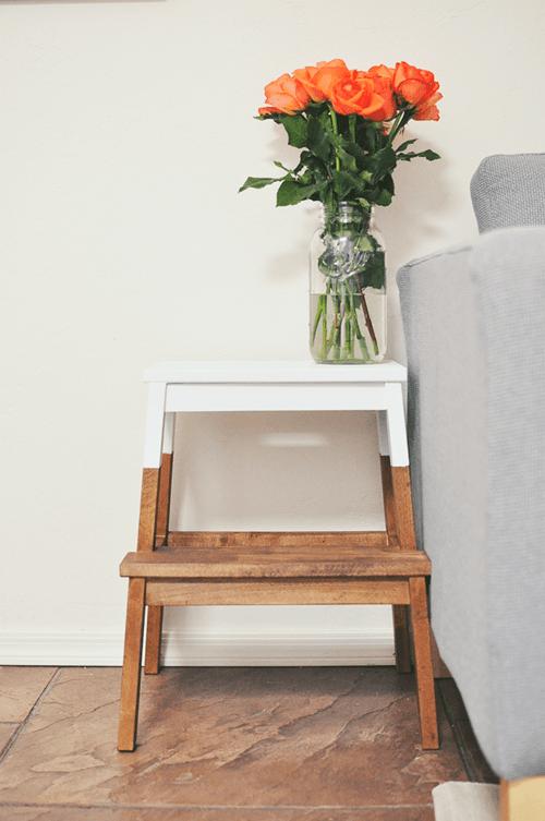 Tunear muebles ikea una escalera de madera con mil y un for Mueble escalera ikea