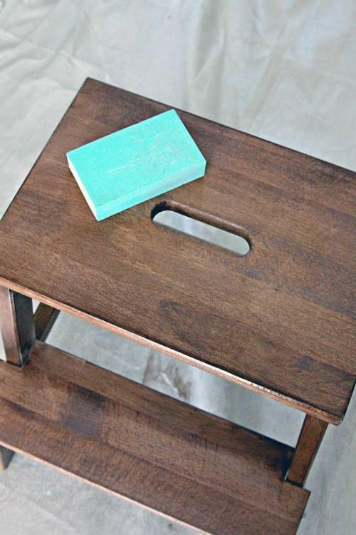 Tunear muebles ikea una escalera de madera con mil y un for Pintar muebles de ikea