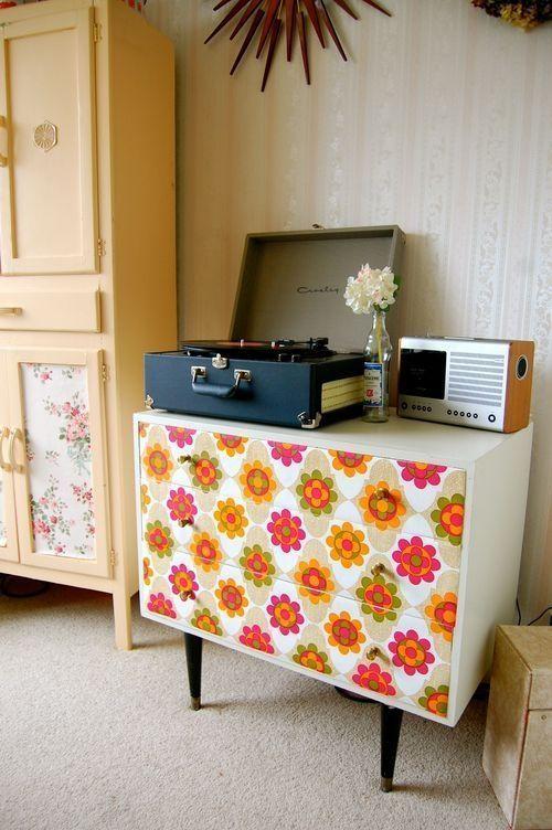 Ideas para decorar con papel pintado vintage decomanitas for Papel de forrar muebles