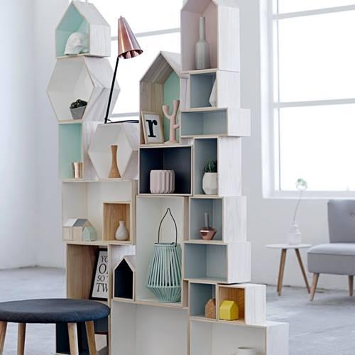 Ideas para decorar con una estanter a casita de madera for Casita de madera ikea
