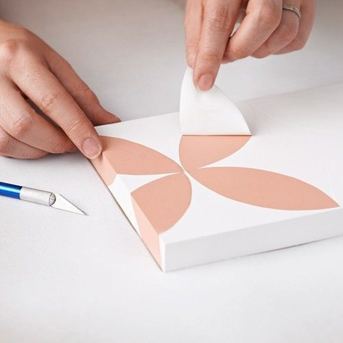 Pintar muebles con plantillas para personalizar mesillas y Plantillas decorativas ikea