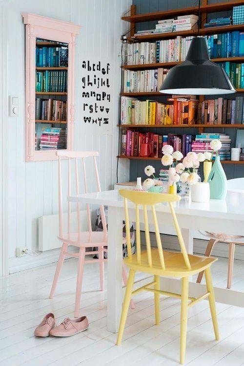 Pintar muebles en colores claros los hace parecer más livianos y nos